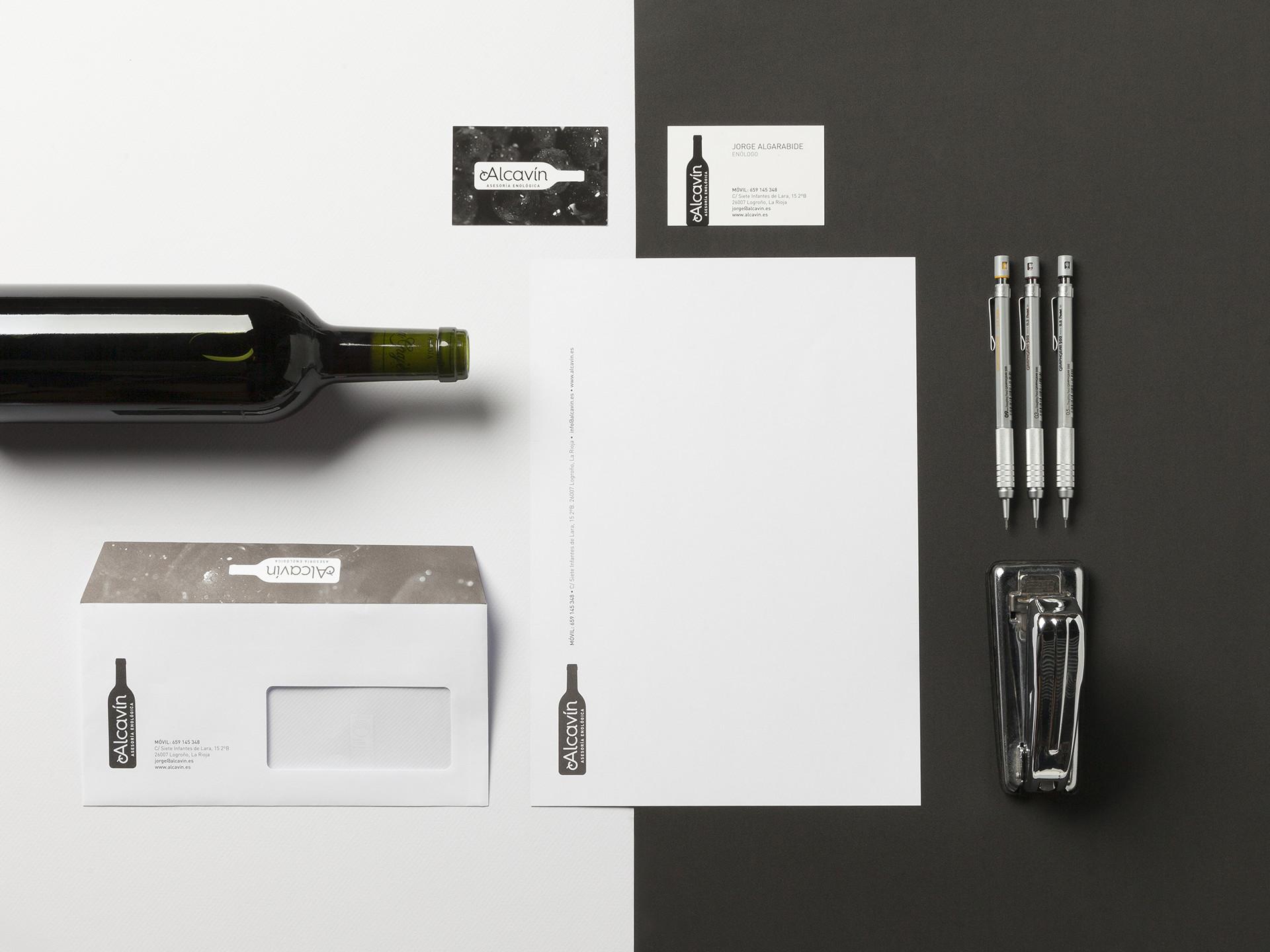 Diseño papelería corporativa asesoria vino Alcavín