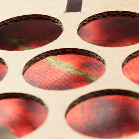 Detalle perforado caja dossier paisajes del vino